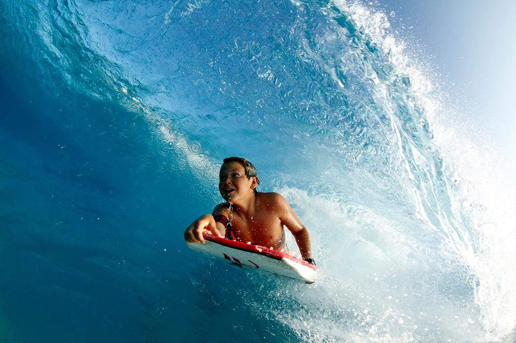 O sonho de surfar ondas perfeitas supera tudo e todos!