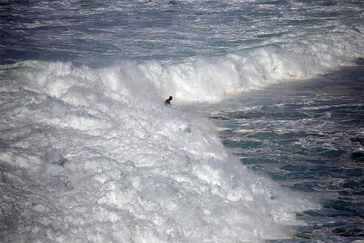 Mike Stewart: Ele cavalga na Nazaré há mais de uma década. Foto: Praia do Norte