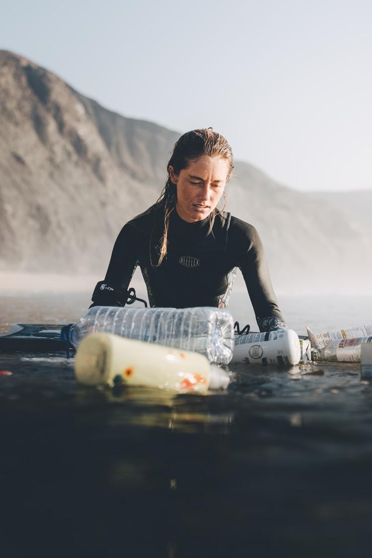 Praia de Plástico: Joana Schenker conscientiza sobre a sustentabilidade dos oceanos e a poluição marinha Foto: Micael Veras dos Santos