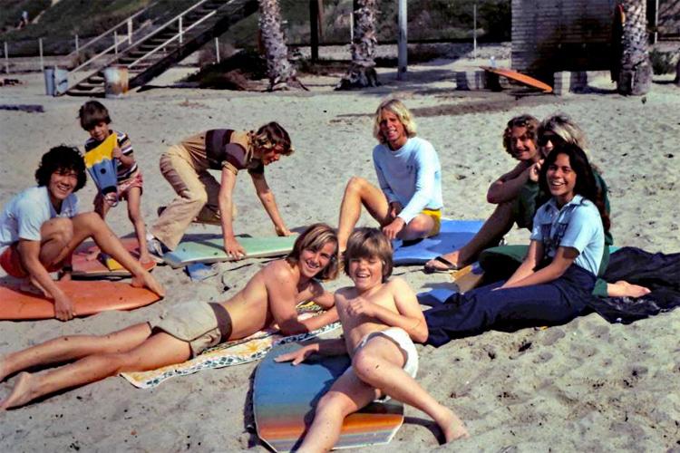 T-Street, anos 70: os jovens adoram a praia com seus boogies    Foto: história do bodyboard