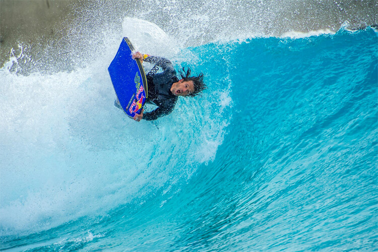 Piscinas de ondas - perfeitas para melhorar suas habilidades de bodyboard Foto: The Bristol Wave