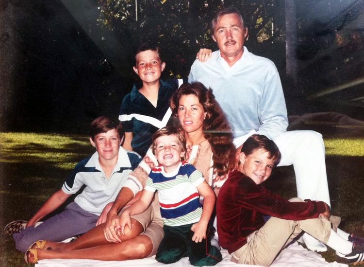 A família Morey: Tom e Marchia tiveram Sol, Moon, Sky e Matteson    Foto: Arquivos Morey