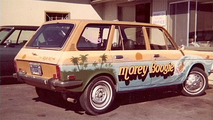 Morey Boogie: No final dos anos 1970, Tom Morey produzia cerca de 80.000 bodyboards por ano. Foto: Arquivos de Morey