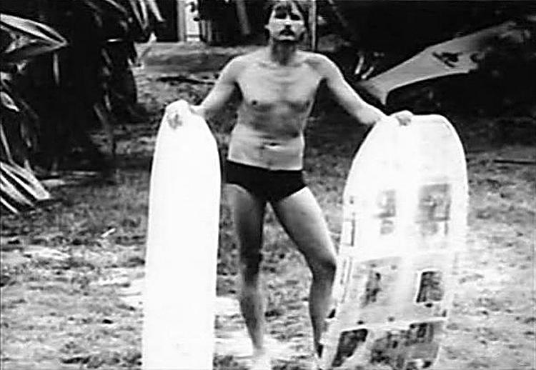 Tom Morey: O inventor mostra suas primeiras criações de bodyboard    Foto: Arquivos Morey