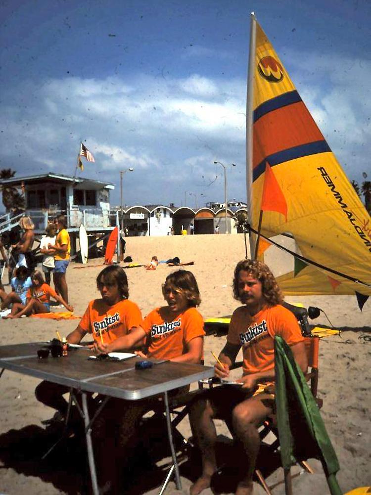 Bodyboard por volta de 1980 (da esquerda para a direita): Bobby O., Karl Ring e Roger Waller atrás da mesa dos jurados |  Foto: Patti Serrano