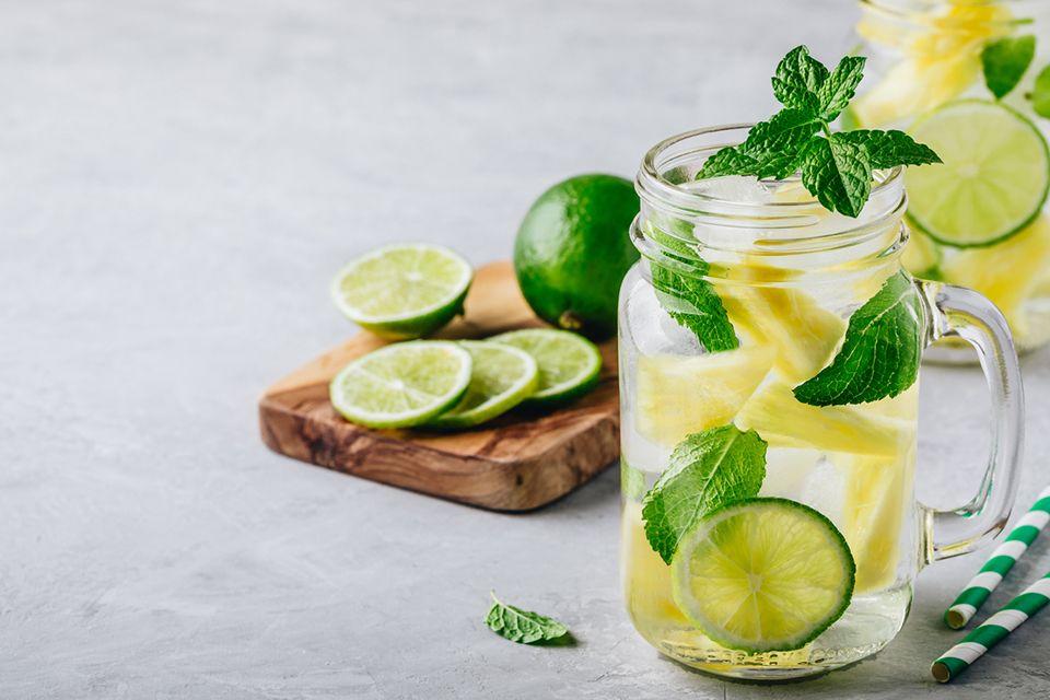 Água de pepino com limão