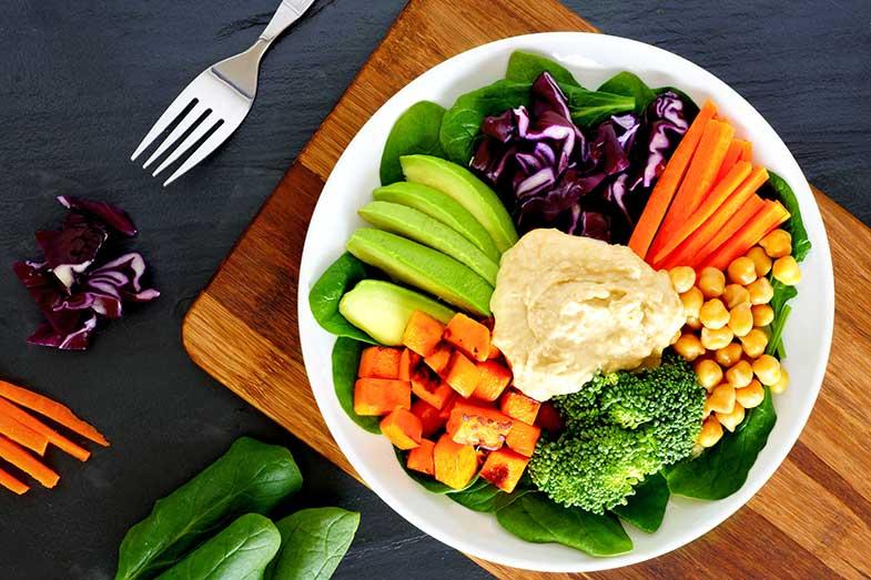 8. Homus branco com vegetais crus