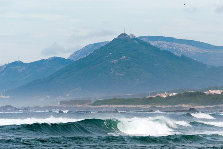 Praia da Arda: uma praia paradisíaca com vários picos |  Foto: após Mané / SCV