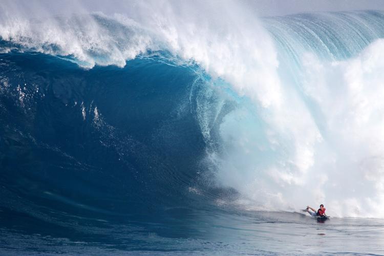 Magno Passos: Ele perdeu a nadadeira esquerda nesta onda. Foto: Lynton Productions