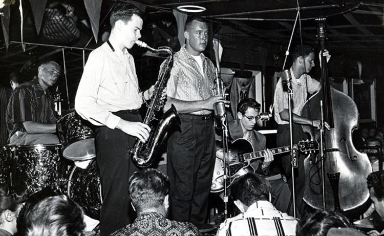 Tom Morey (bateria): toca com Lin Halliday e seus amigos, por volta de 1955    Foto: Tom Morey