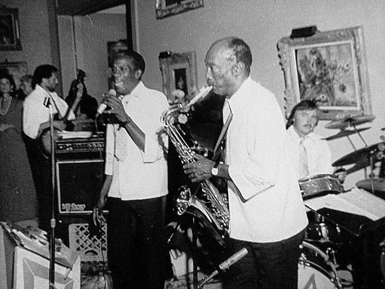 Tom Morey: Um prolífico baterista de jazz que já tocou com músicos como Dizzy Gillespie e Charlie Parker Foto: Arquivos Morey