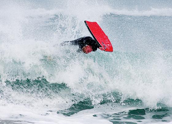os bodyboarders britanicos vao ao tolcarne wedge contest